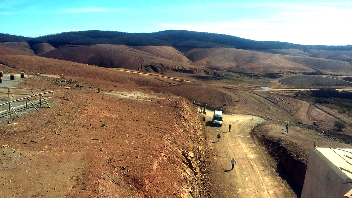 Trecho da transposição abandonado pela Mendez Jr. (Foto: Assessoria)