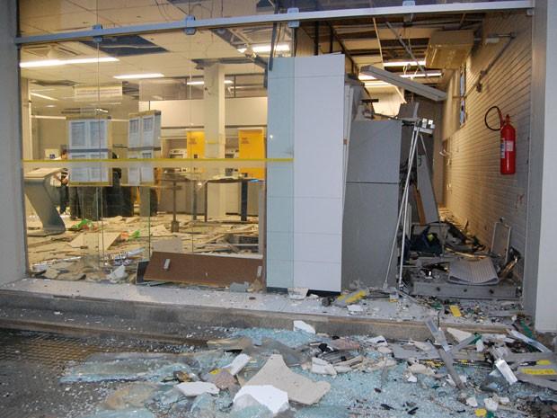 Agência de Monteiro, no Cariri, após explosão (Foto: g1.globo.com/pb)