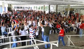 Professores realizam assembleia nesta terça (16) no Centro de Vivência do Campus I (Foto: Adufpb)