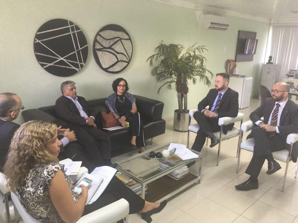 Reunião dos representantes do MP e da OAB com o secretário de Segurança (Foto: Ascom MPT-PB)
