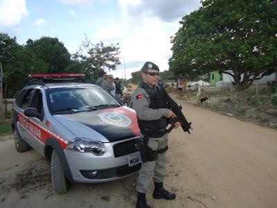 Barreira policial no Litoral Norte da Paraíba (Foto: Uiraunanet)