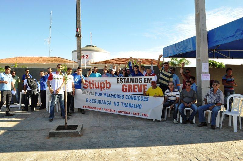 Trabalhadores da Cagepa ameaçam nova greve (Foto: Patosonline)