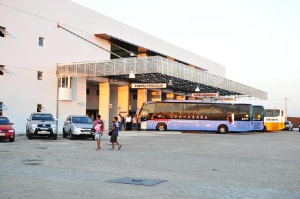 Ônibus da Guanabara estacionado no Rodoshopping de Patos (Foto: arquivo de onibusdaparaiba.com)
