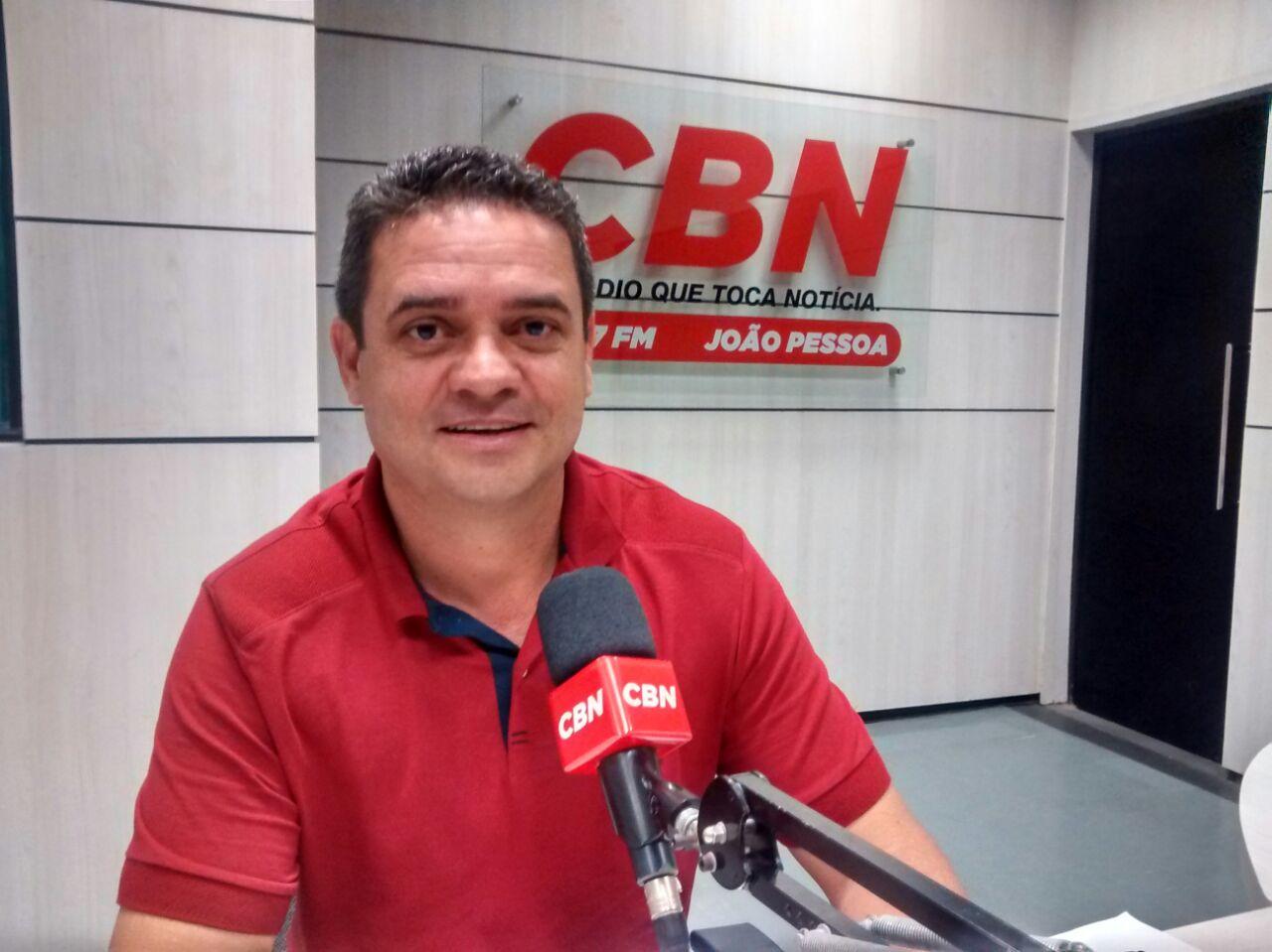Charliton Machado (PT) encerrou a série de entrevistas na CBN (Foto: CBN João Pessoa)