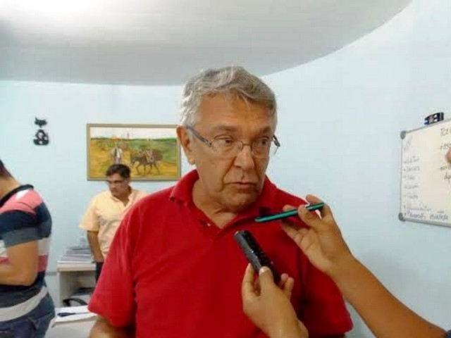 Zenóbio Toscano, prefeito de Guarabira (Foto: guarabira50graus.blogspot.com)