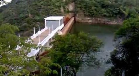 Barragem do complexo Coremas-Mãe d'Água (Foto reproduzida de vídeo do Youtube)