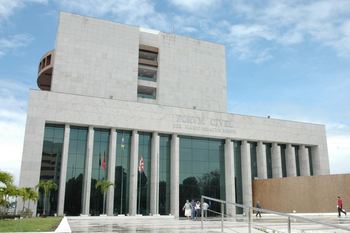 Fórum Cível da Capital, onde a imponência rivaliza com insuficiências e precariedades (Foto: Arquivo/TJPB)