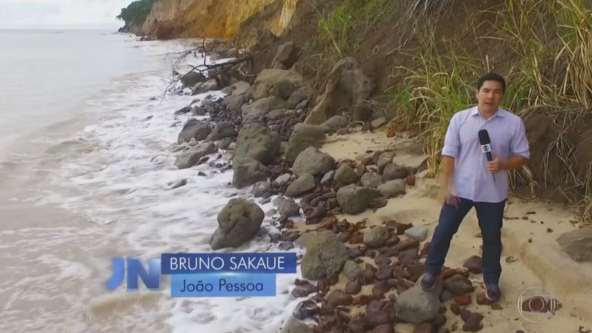 Erosão da barreira do Cabo Branco foi destaque no Jornal Nacional este ano (Foto: TV Globo)