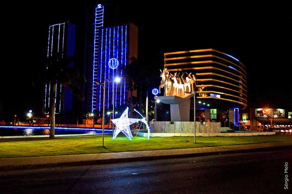 Campina iluminada para o Natal (Foto: Arquivo/PMCG)