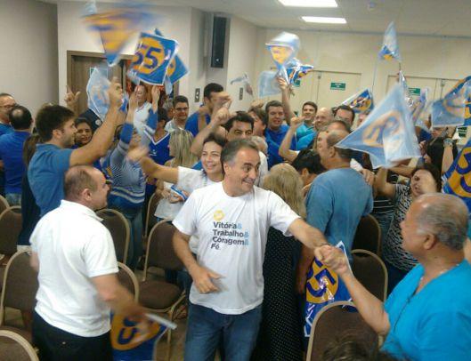 Luciano Cartaxo comemorando reeleição em primeiro turno (Foto: JP)