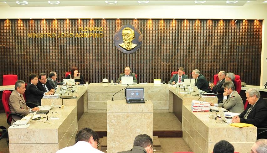 Sessão plenária do TCE, ontem, que decidiu por medidas excepcionais em Santa Rita (Foto: Ascom/TCE)