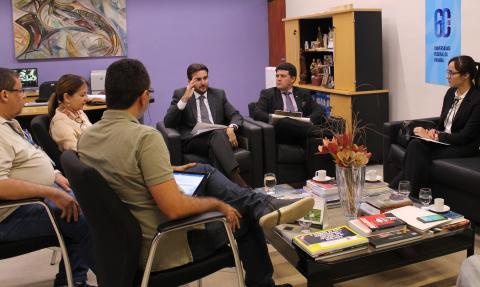 Reunião no Gabinete da Reitoria que definiu o cronograma das licitações (Foto: Ascom/UFPB)