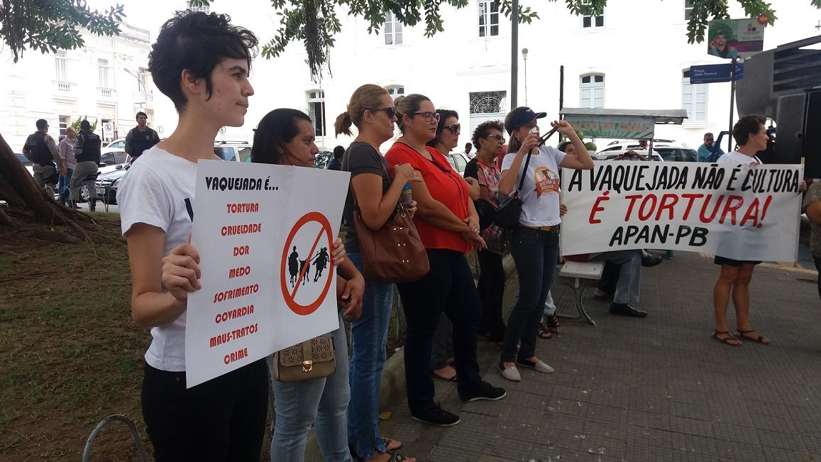 O protesto reuniu ongs da Paraíba e de Pernambuco