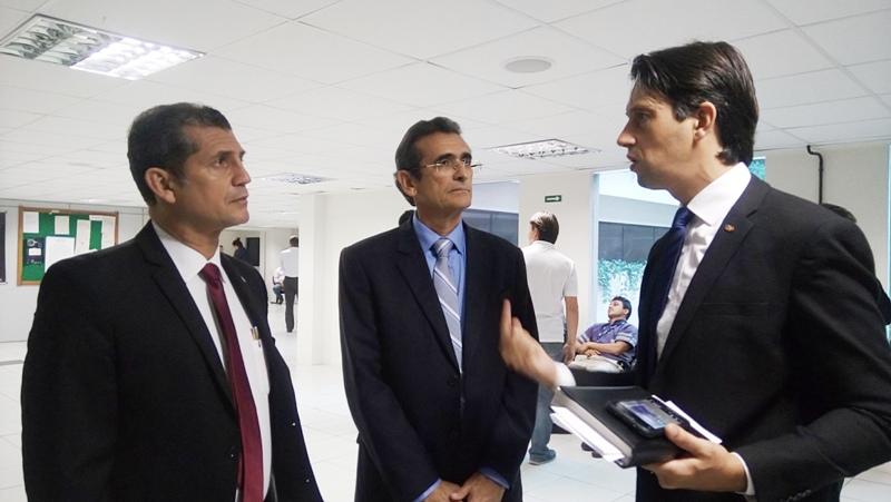 Paulo Maia, Assis Almeida e Rodrigo Dalbon, presidente da Comissão da Justiça do Trabalho da OAB-PB