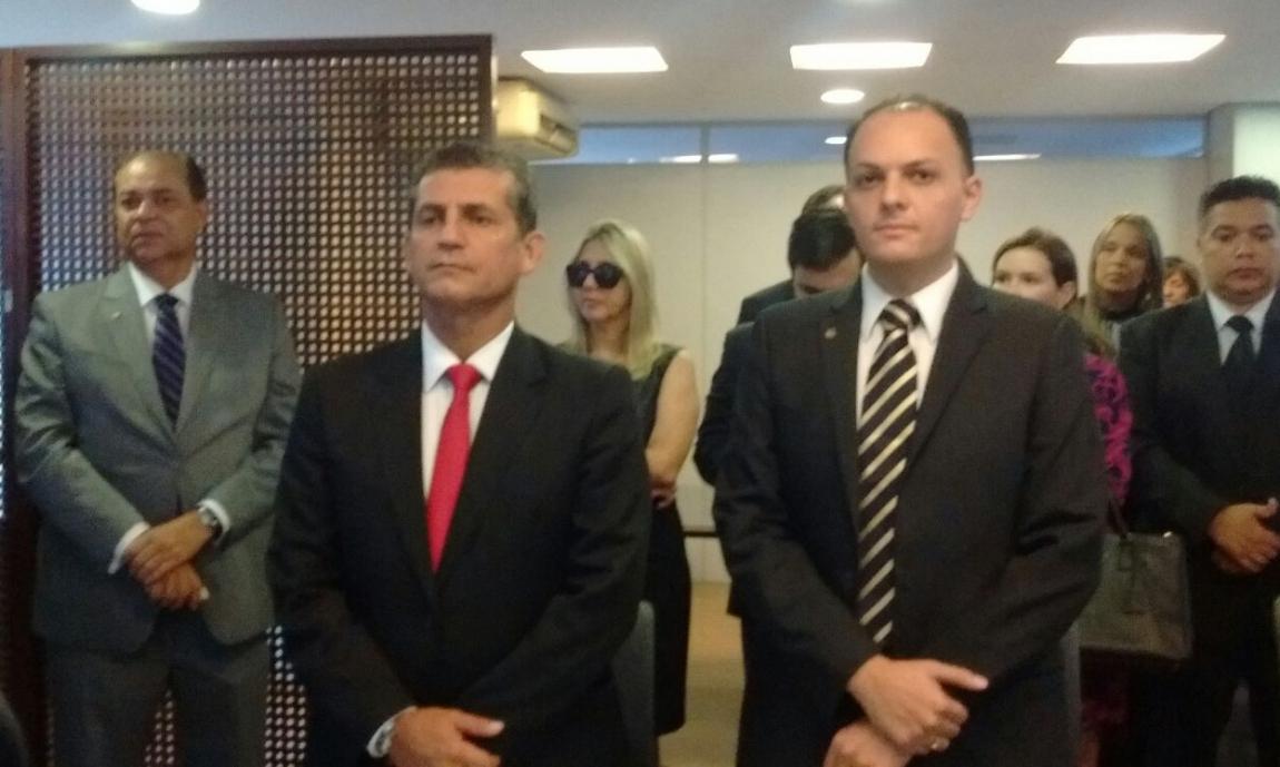 Raoni Vita (à direita) em solenidade com Paulo Maia (Foto: JP)