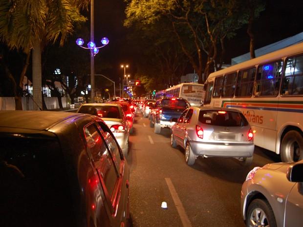 Congestionamento: rotina em uma cidade pouca para tanto carro (Foto: G1PB)