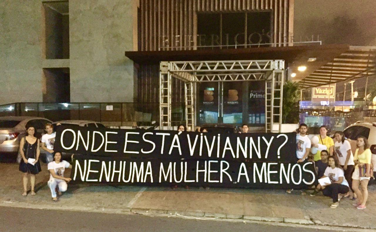 Panfletagem foi encerrada em frente à casa de shows onde Vivianny desapareceu